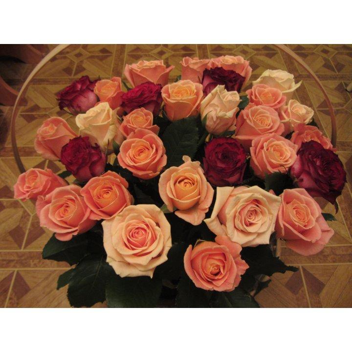 Букет 31 роза микс в корзине
