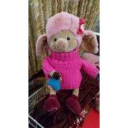 Мягкая игрушка Свинка в розовом свитере